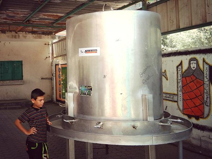 学校の水飲み場。水衛生についての知識の不足も心配される